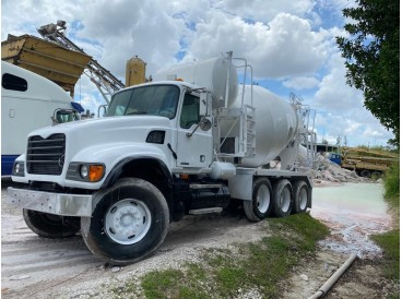 2005 MACK GRANITE CONCRETE MIXER TRUCK