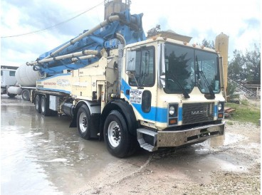 1999 MACK MR6 CONCRETE PUMP TRUCK