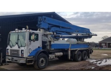 2001 MACK MR600 CONCRETE PUMP TRUCK