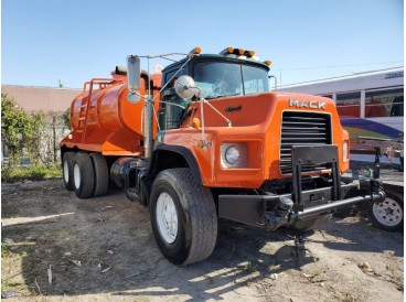 1993 MACK DM690S WATER TANK TRUCK